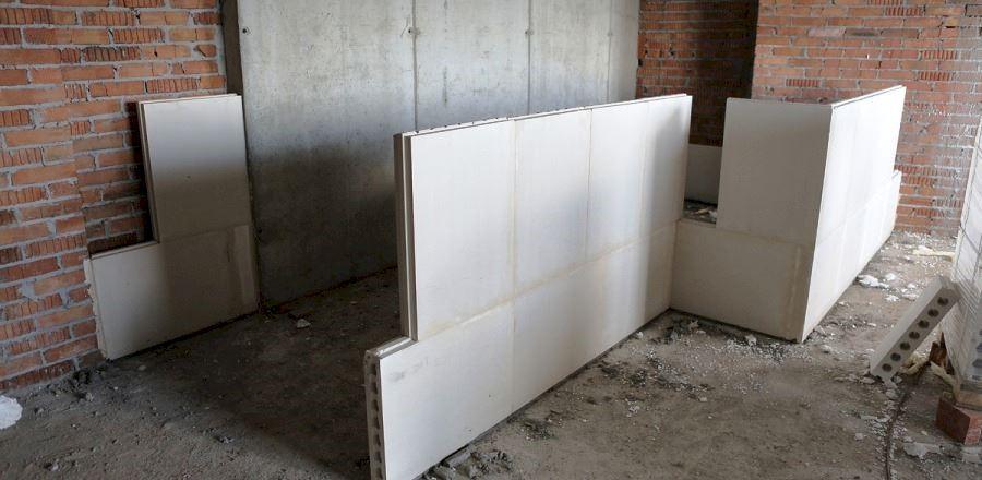 Кнауф советует для монтажа обычных пазогребневых блоков использовать клеевой состав «Перфликс», либо шпатлевку «Кнауф-Фуген»